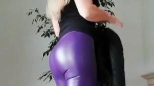 Karina Macedo(@leatherbykarina) on TikTok My new purple leggings on TikTok #leatherpants #yogapants #