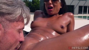Cassie Del Isla enjoying poolside anal fuck
